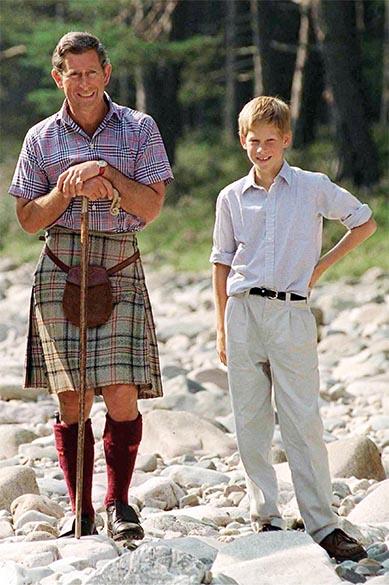 Principe Harry com seu pai principe Charles em 12/08/1997