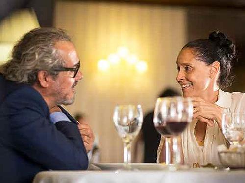 Clara (Sônia Braga) e Geraldo Bonfim (Fernando Teixeira) em cena do filme 'Aquarius'