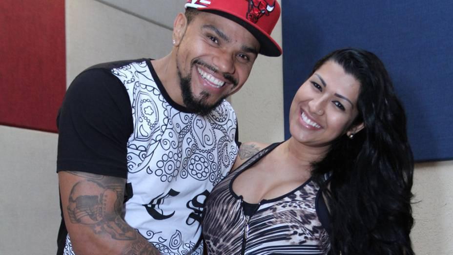 O cantor Naldo Benny e a mulher Moranguinho, grávida de 3 meses