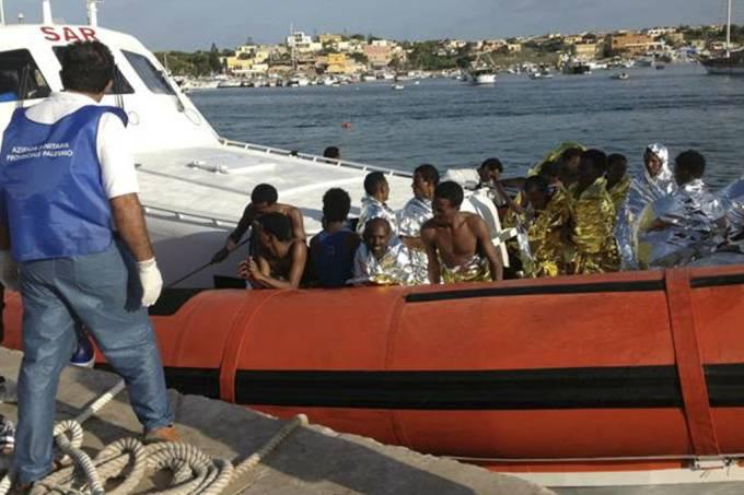 equipes-de-resgate-levam-sobreviventes-de-naufragio-para-a-costa-da-ilha-de-lampedusa-na-italia-original.jpeg