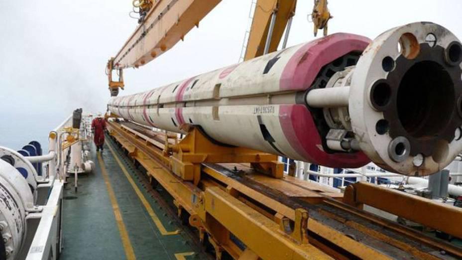 <p>Para atingir o manto do planeta, os tubos de escavação terão de percorrer seis quilômetros de rochas duras</p>