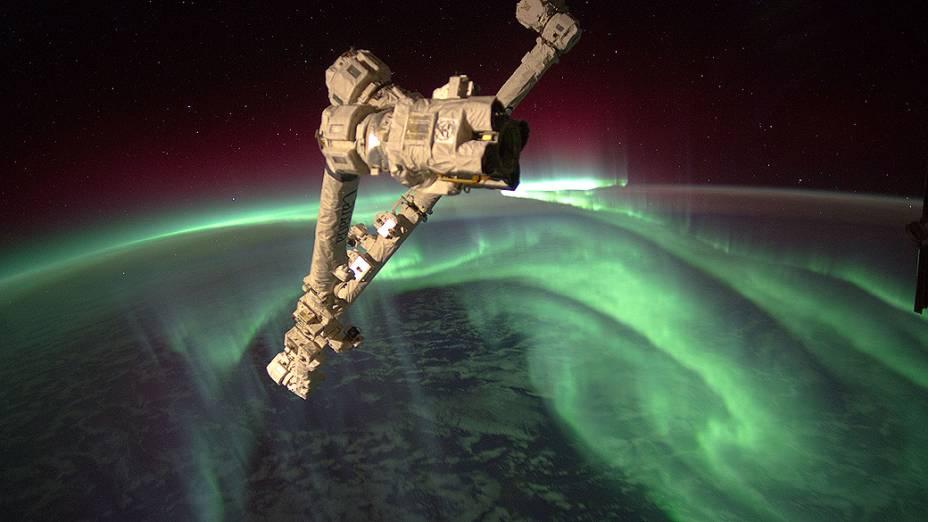 <p>Expedição da Estação Espacial Internacional registra aurora austral, também conhecida como luzes do Sul, a mais de 380 km da Terra</p>