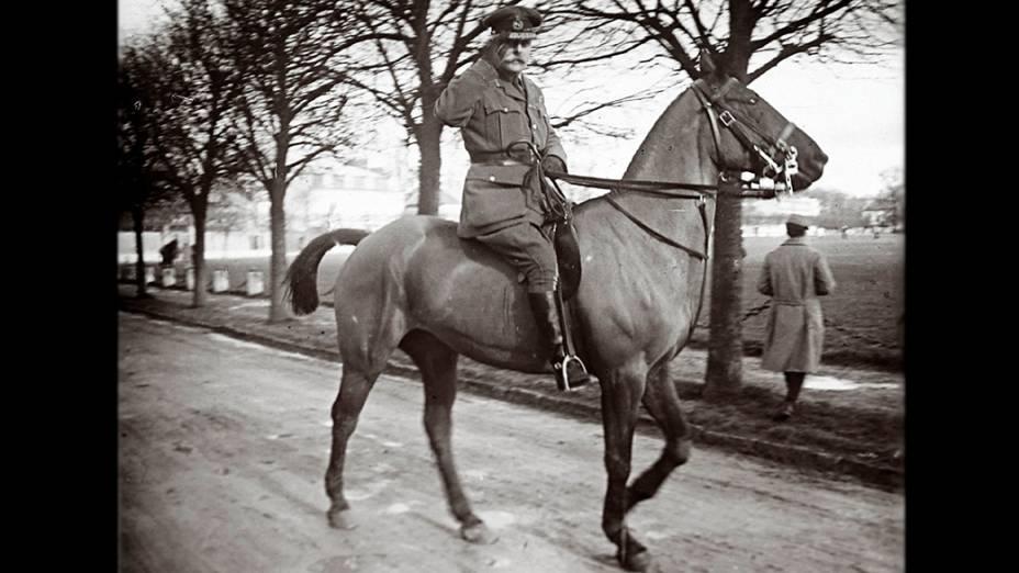 Marechal de campo Douglas Haig em local não identificado na França, em 14 de fevereiro de 1916. Haig foi o comandante-em-chefe britânico durante a Batalha do Somme