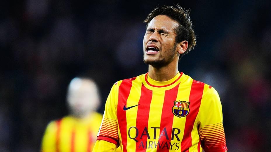 Neymar durante partida entre Athletic de Bilbao e Barcelona, em partida válida pelo Campeonato Espanhol, no estádio San Mames, em  Bilbao, Espanha
