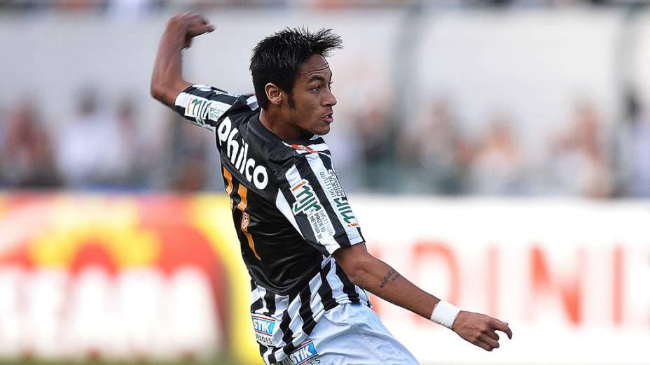 Neymar durante primeira partida da final do Campeonato Paulista, contra o Corinthians, no Pacaembu