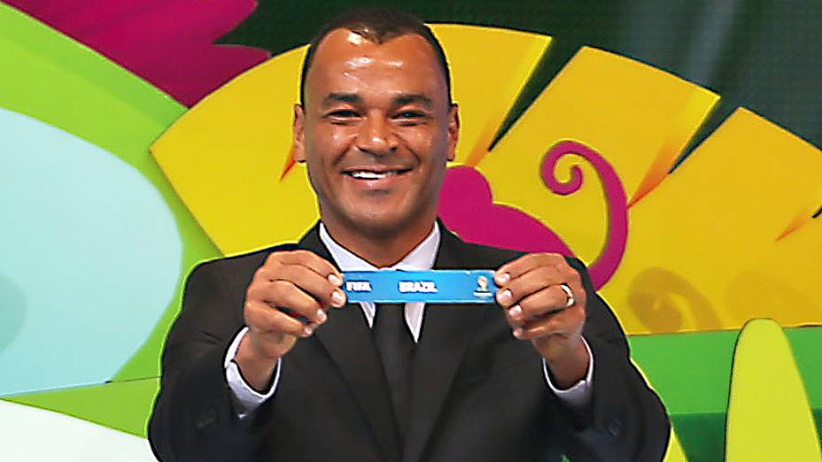 Cafú durante a cerimônia do sorteio dos grupos da Copa de 2014