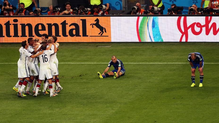 Jogadores da Alemanha comemoram gol no segundo tempo da prorrogação no jogo contra a Argentina, na final da Copa do Mundo no Maracanã, no Rio