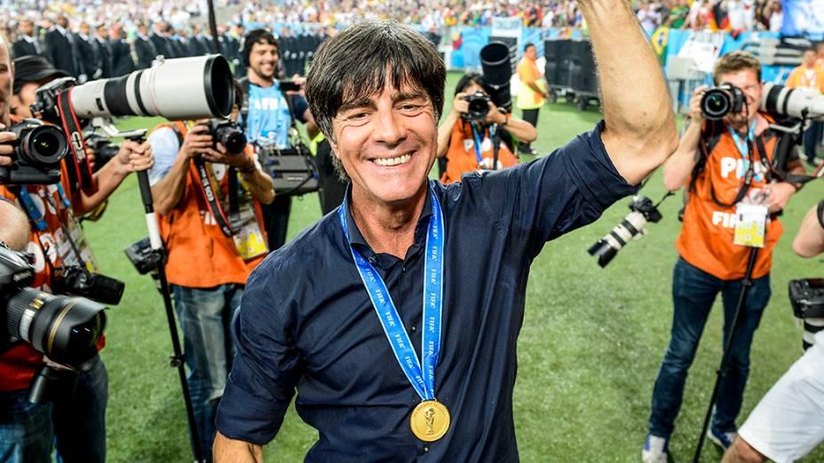 O técnico Joachim Löw, da Alemanha, comemora o título da Copa do Mundo