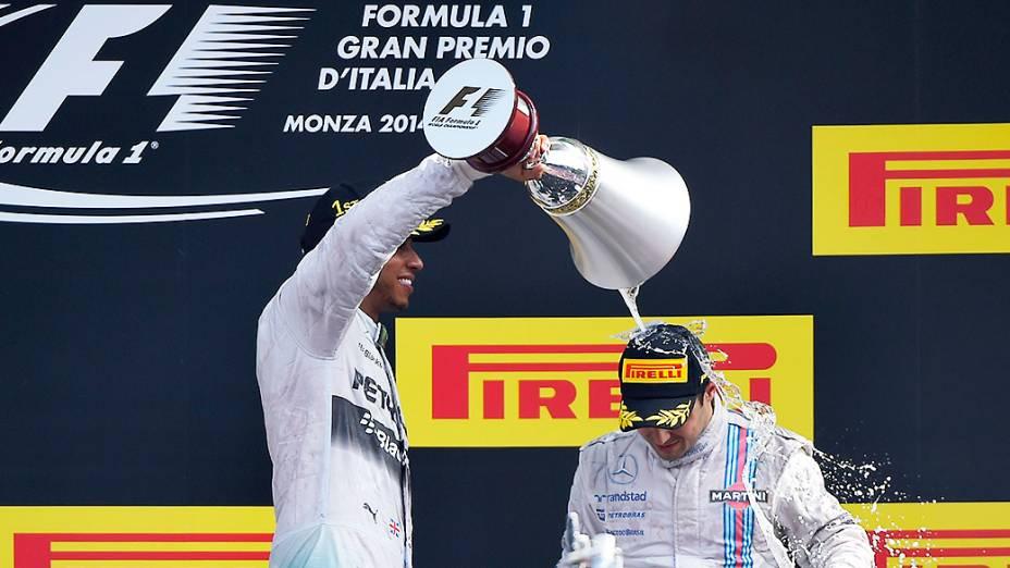 Lewis Hamilton derrama champanhe em Felipe Massa, no GP da Itália no Circuito de Monza<br><br>
