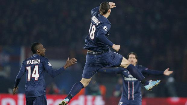 Jogador Ibrahimovic do PSG comemora após marcar gol de empate contra o Barcelona, pela Liga dos Campeões