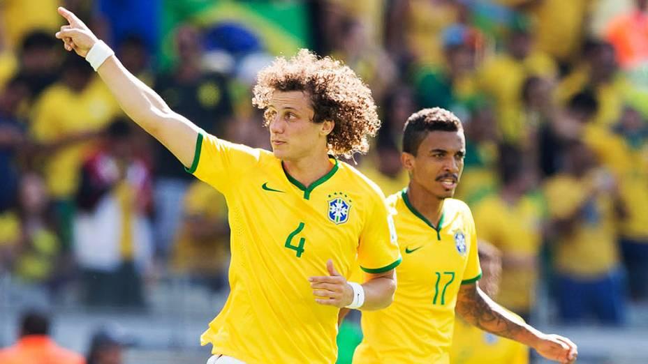 David Luiz comemora gol do Brasil contra o Chile no Mineirão, em Belo Horizonte