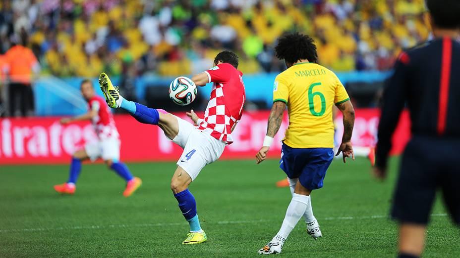Jogador da Croácia em lance no jogo contra o Brasil no Itaquerão, em São Paulo