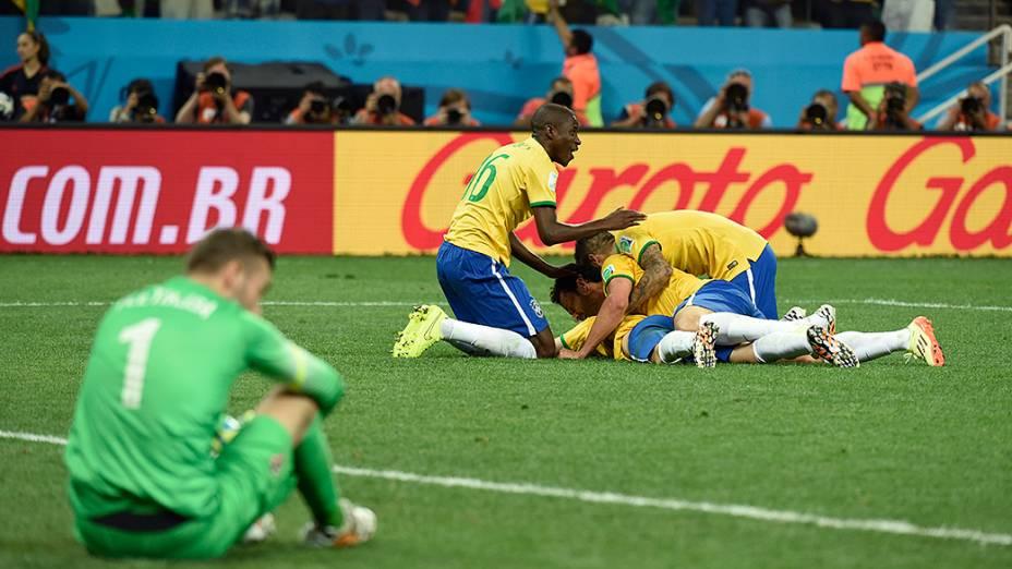 Jogadores do Brasil comemoram gol contra a Croácia, no Itaquerão em São Paulo