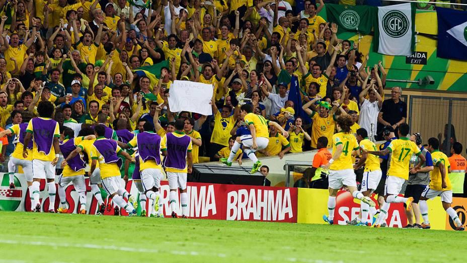 Fred abre o placar no estádio do Maracanã durante final da Copa das Confederações entre Brasil e Espanha, no Rio de Janeiro