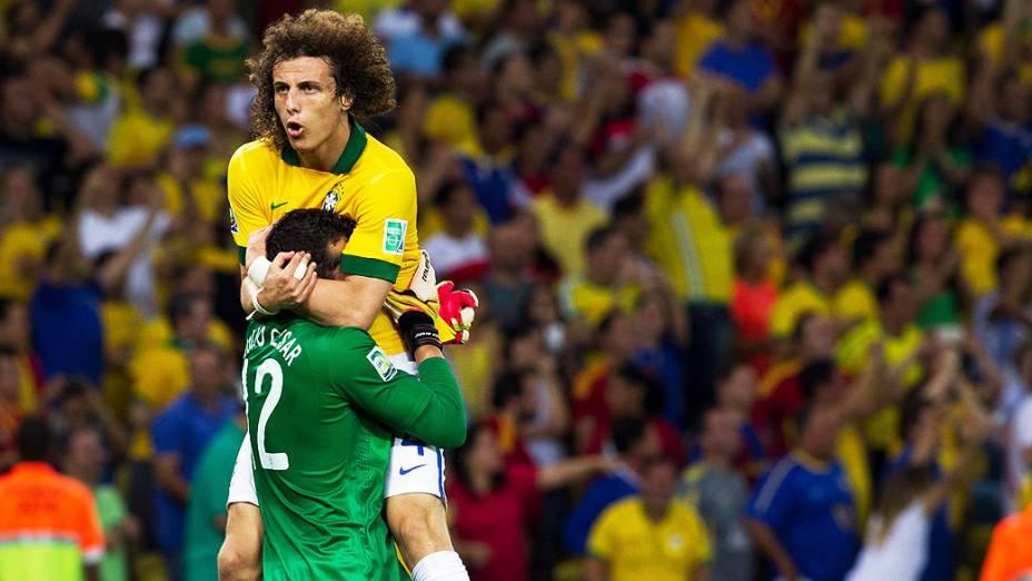 David Luiz comemora segundo gol do Brasil no estádio Maracanã durante final da Copa das Confederações entre Brasil e Espanha, no Rio de Janeiro