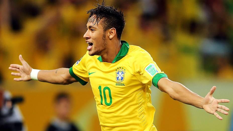Neymar comemora gol no estádio Maracanã durante final da Copa das Confederações entre Brasil e Espanha, no Rio de Janeiro