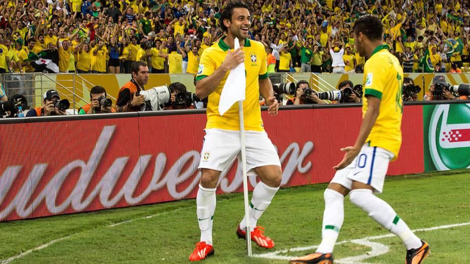 Fred comemora terceiro gol do Brasil no estádio Maracanã durante final da Copa das Confederações entre Brasil e Espanha, no Rio de Janeiro