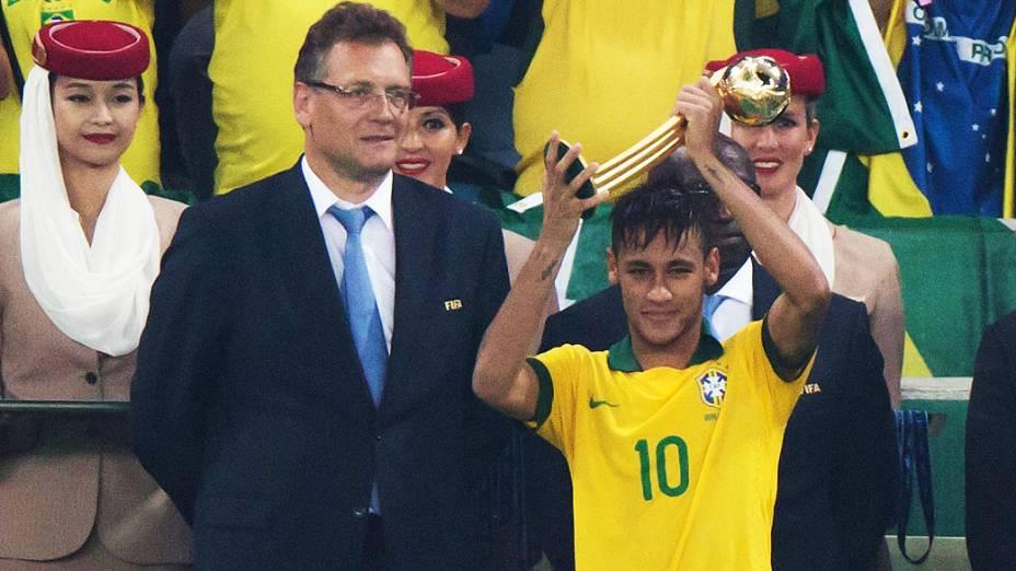 Neymar ganhou prêmio de melhor jogador no estádio Maracanã durante final da Copa das Confederações entre Brasil e Espanha, no Rio de Janeiro