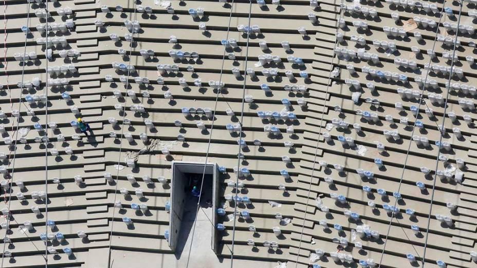 Visão aérea das novas cadeiras do estádio do Maracanã, em 22/02/2013