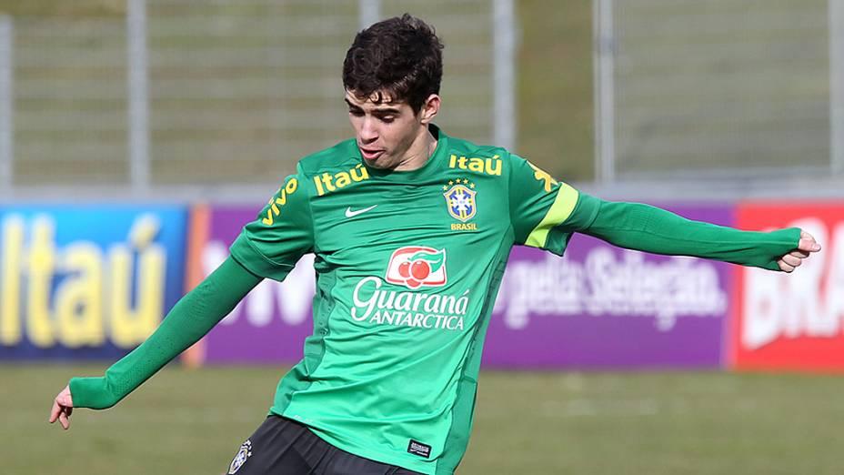 Oscar, durante treino da seleção brasileira nesta terça feira (19) em Genebra, Suíca antes do amistoso contra a Itália
