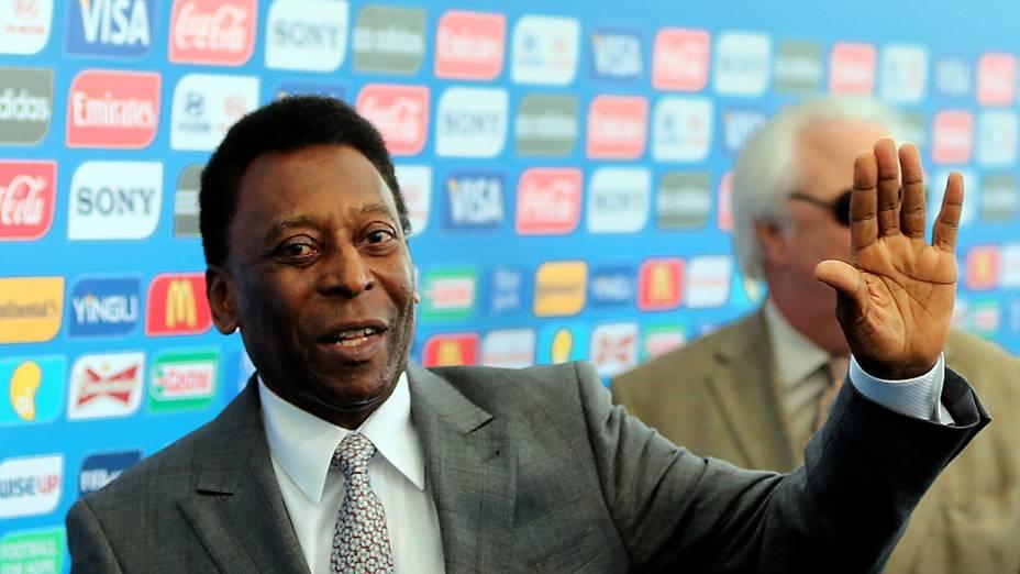 Pelé chega para o sorteio da Copa do Mundo de 2014
