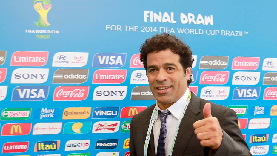 Raí chega para o sorteio da Copa do Mundo de 2014