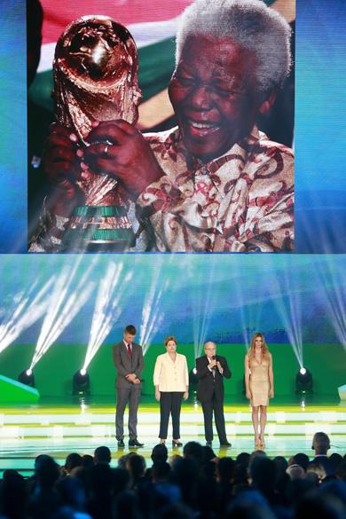 Homenagem a Nelson Mandela na cerimônia do sorteio dos grupos da Copa de 2014