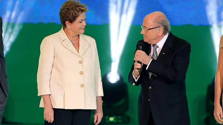 Presidente Dilma Rousseff e o presidente da Fifa, Joseph Blatter durante a cerimônia do sorteio dos grupos da Copa de 2014