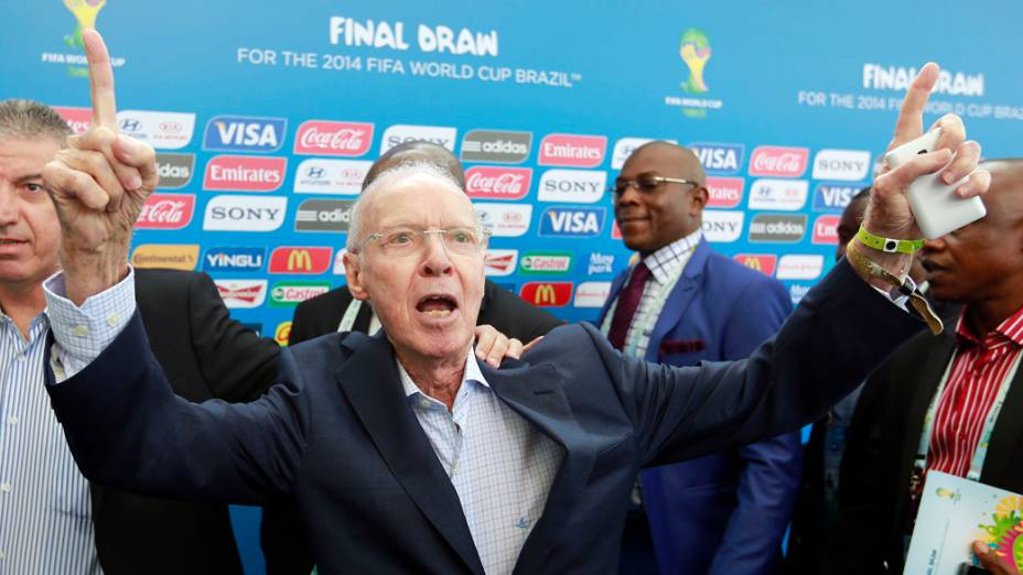 Zagallo chega para o sorteio da Copa do Mundo de 2014