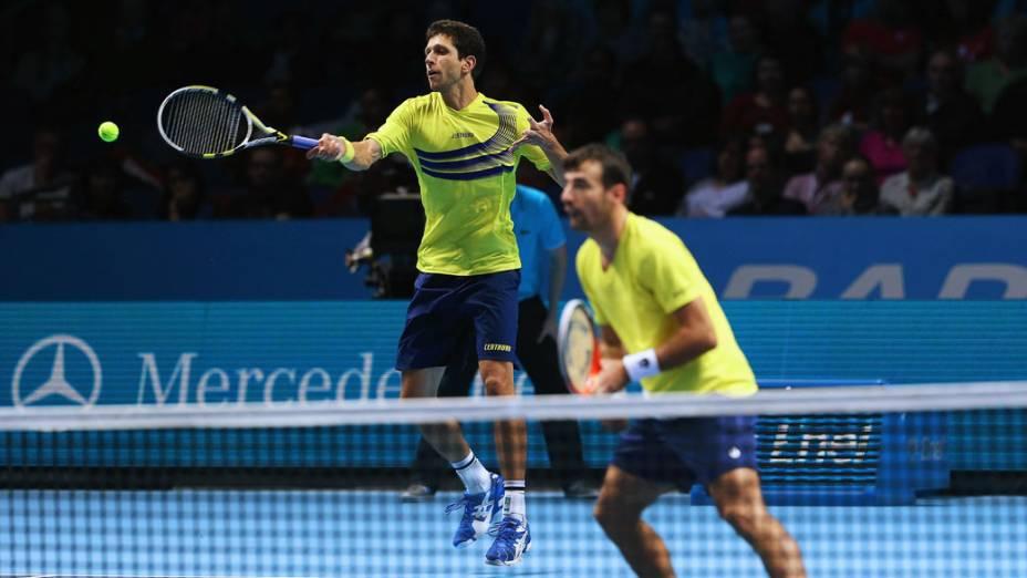 Marcelo Melo do Brasil e Ivan Dodig da Croácia durante partida contra o Bob e Mike Bryan dos Estados Unidos no Barclays ATP World Tour na O2 Arena, em Londres, Inglaterra