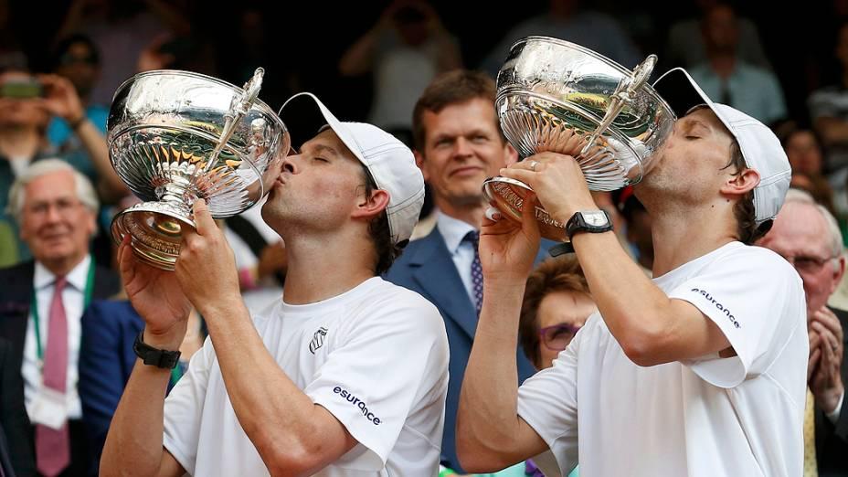 Os irmãos Bob e Mike Bryan ficaram com o título nas duplas após vencerem o brasileiro Marcelo Melo e o croata Ivan Dodig na final em Wimbledon