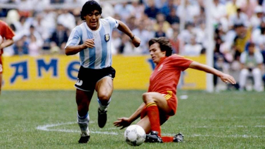 Maradona em ação pela seleção argentina na Copa de 1986