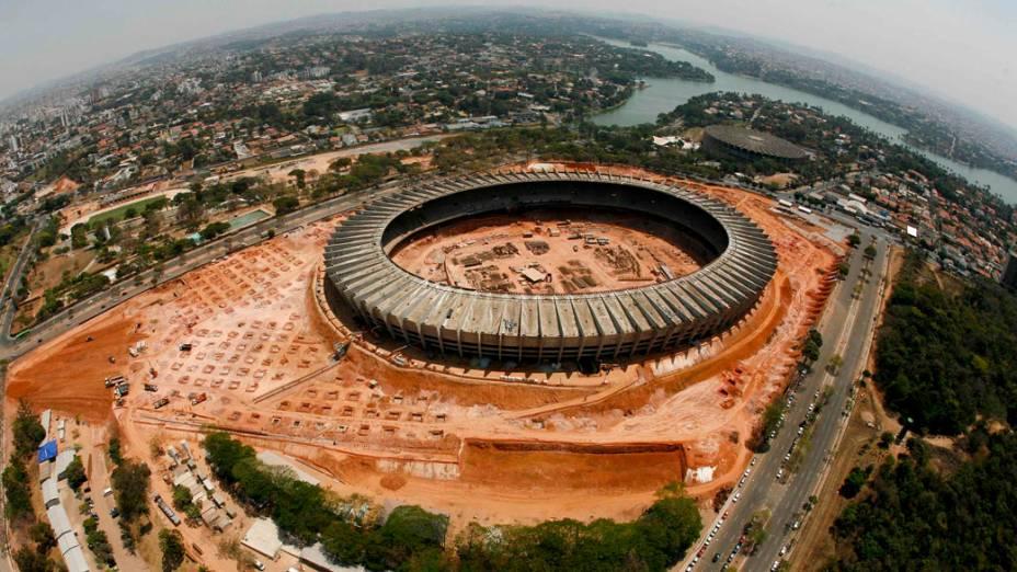 Vista aérea do estádio de futebol Mineirão durante a reforma para a Copa do Mundo 2014, Minas Gerais