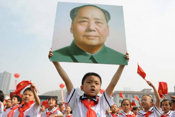 estudantes-retrato-mao-zedong-aniversario-partido-comunista-china-20110530-original.jpeg