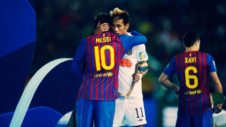 Neymar cumprimenta Messi após receber a Bola de Bronze, após a final do Mundial de Clubes, no Japão - 18/12/2011