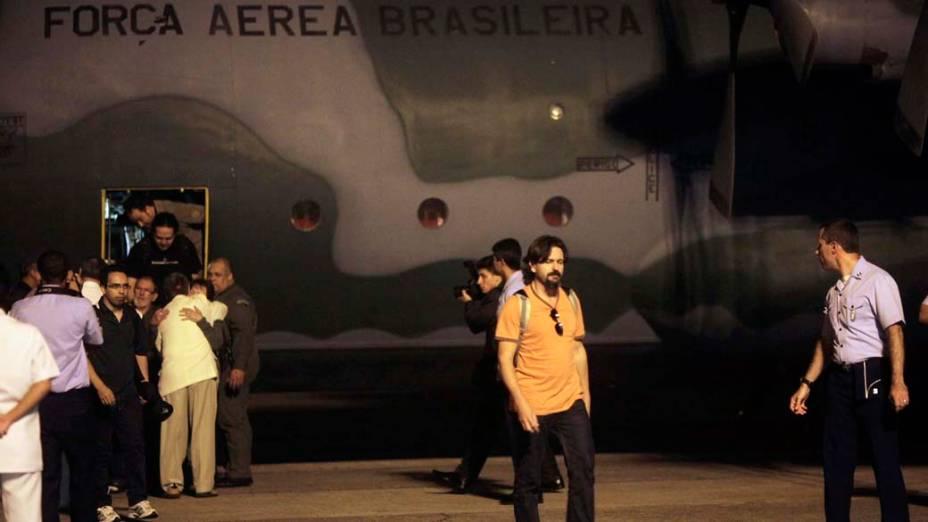 <p>Cerca de 40 integrantes da Estação Antártica Comandante Ferraz, entre eles pesquisadores e servidores civis da base, chegando na Base Aérea do Galeão, em 27/02/2012</p>