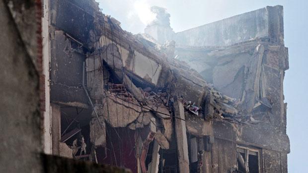 Prédio de dez andares ficou destruído após acidente