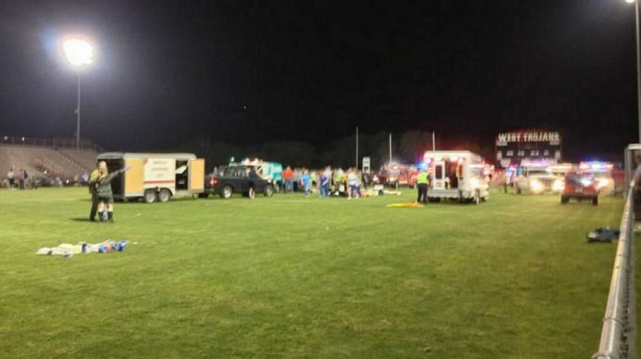 Hospital de campanha improvisado em estádio para atender feridos na explosão em West, Texas