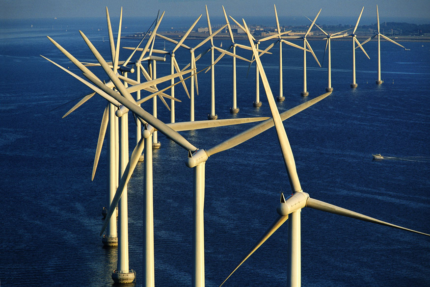 <p>Parque eólico offshore Middelgrunden, ao largo de Copenhague, Dinamarca (55°41' N – 12°40' L)</p>