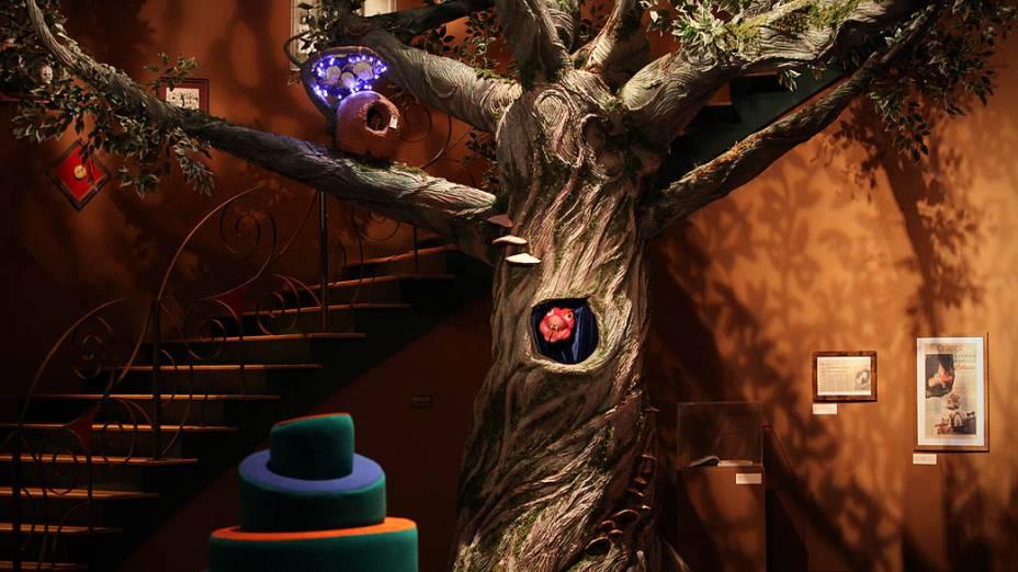 Cobra Celeste no hall do Castelo Rá-Tim-Bum