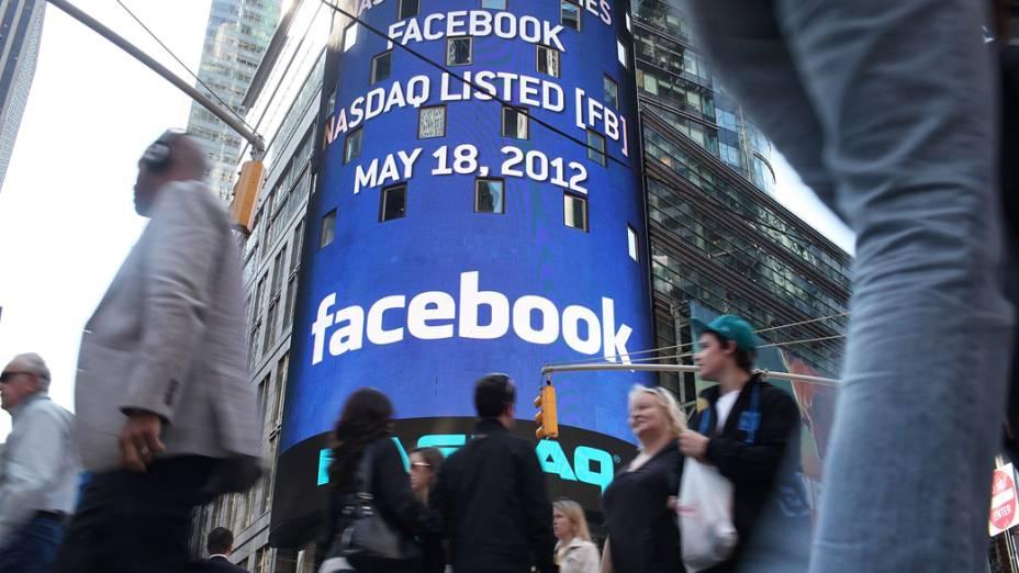 Ações do Facebook aparecem em telão em Nova York, em maio de 2012