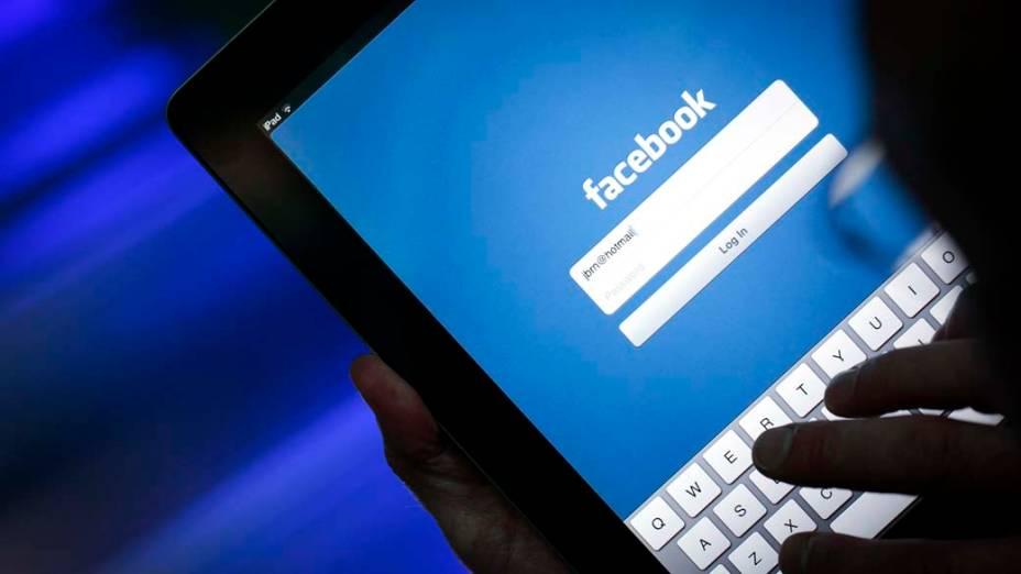 Usuários da rede social reclamam, em abril de 2012, dos aplicativos de acesso ao Facebook