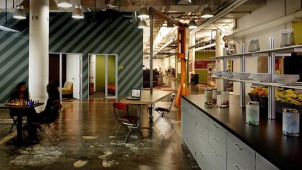 Em dezembro de 2010, a rede social apresenta seu escritório em Palo Alto, na Califórnia
