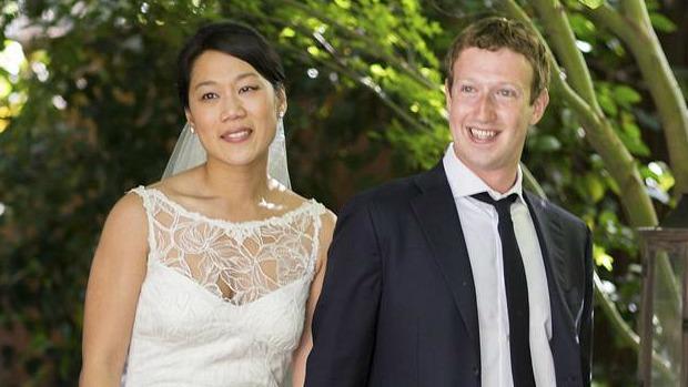 Dias após o IPO do Facebook, em maio de 2012, Mark Zuckerberg se casa com Priscilla Chan. A foto, claro, foi parar na rede social