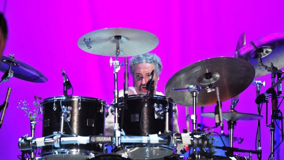 Show da banda Faith No More no palco Energia & Consciência, no último dia do festival SWU em Paulínia, em 14/11/2011