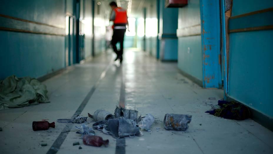 Materiais são vistos em um hospital de reabilitação, ao leste da cidade de Gaza; Os pacientes foram retirados as pressas depois de um alerta de bombardeios israelenses na região, em 16/07/2014
