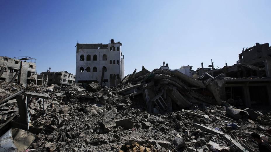 Edifícios destruídos após ataques israelenses na Faixa de Gaza. O número de palestinos mortos subiu para 651 em 23 de julho, segundo o porta-voz de emergência da região