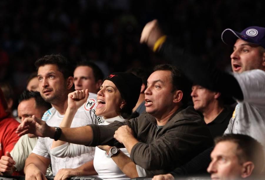 Integrantes da família Nogueira torcem por Minotauro e Minotouro no UFC 140, em Toronto