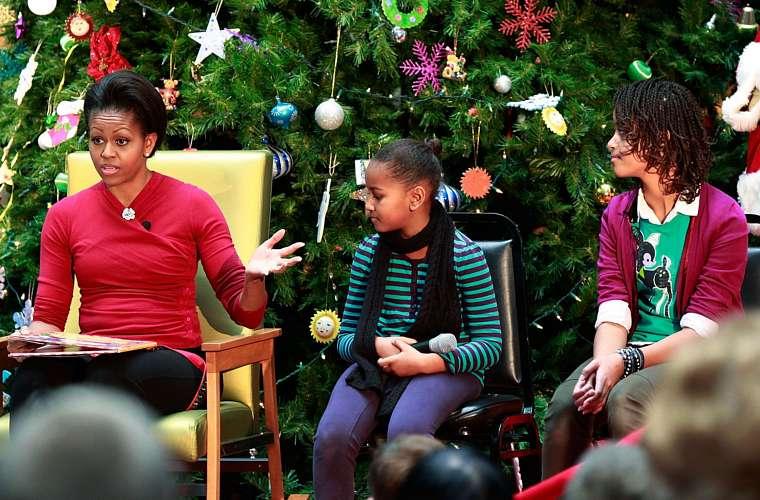 No natal, a primeira-dama americana Michelle e as filhas leram histórias para as crianças do Childrens National Medical Center, nos Estados Unidos.