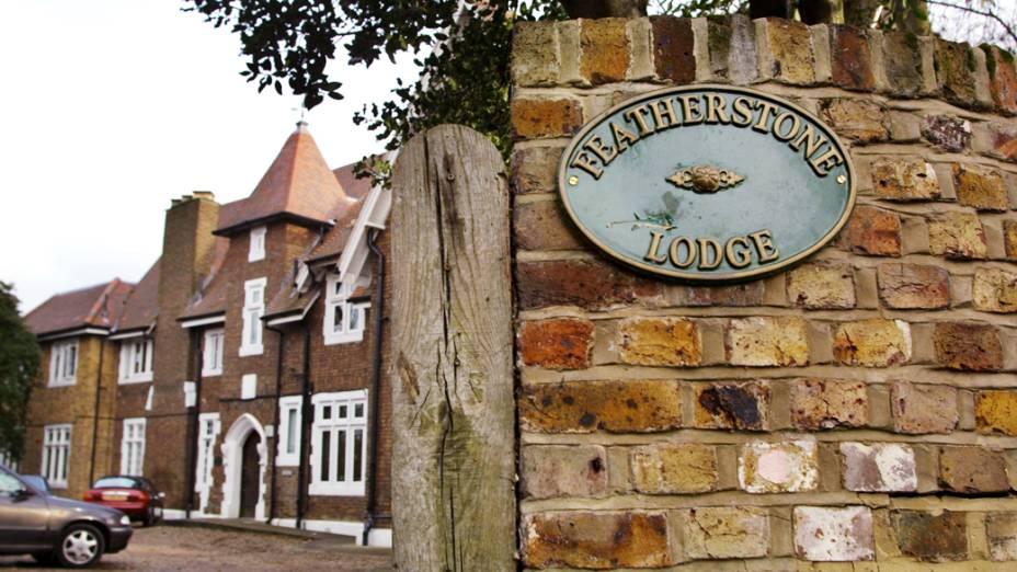 Exterior do Centro de Reabilitação Featherstone Lodge  em Londres, para onde o príncipe Charles enviou Harry, depois dele ter admitido fumar maconha e consumir álcool